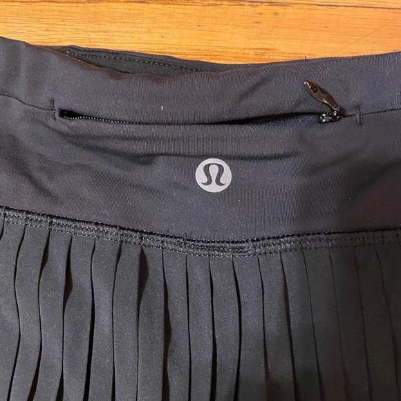 Lululemon short skirt size 8